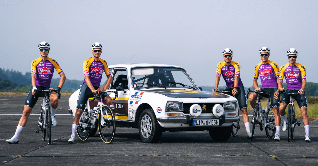 Team Alpecin-Fenix im spezielle Merci Poupou-Jersey